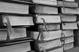 books-473701__180