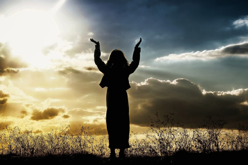 praise-woman